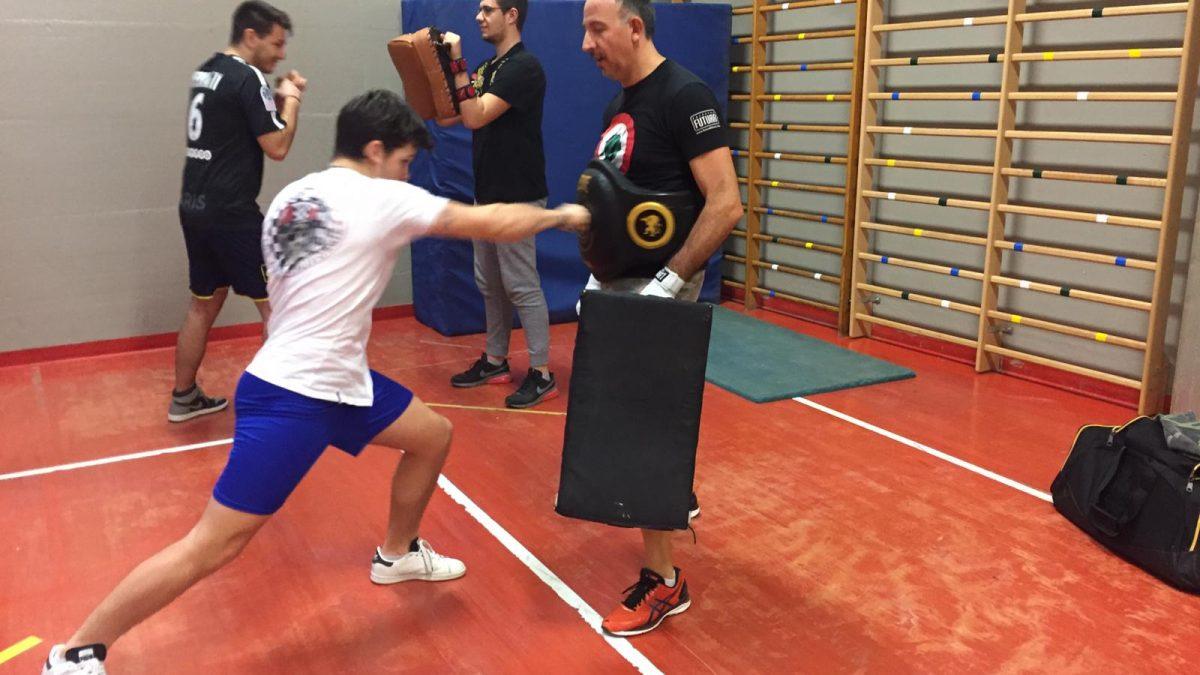 Lezioni di kick boxing al Liceo Sportivo Santachiara